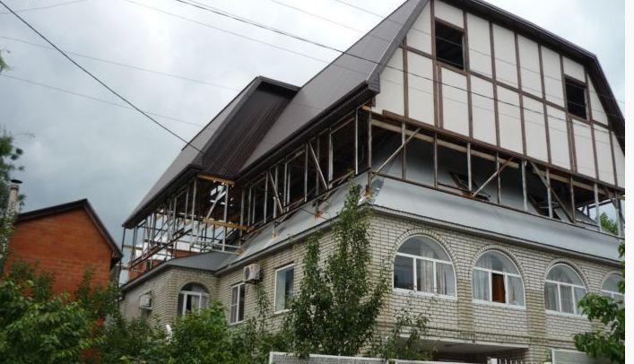 Mansardă peste acoperiş