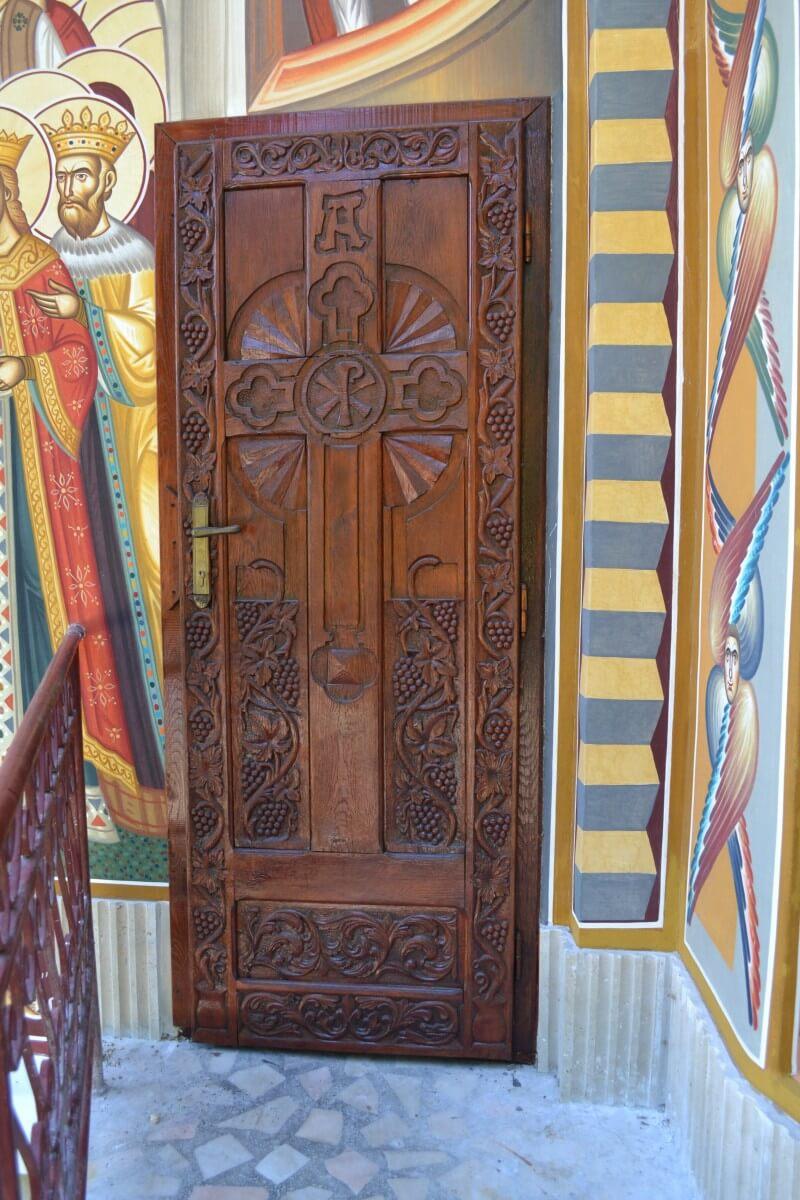 Usa Biserica Sf Ioan Iacob de la Neamt